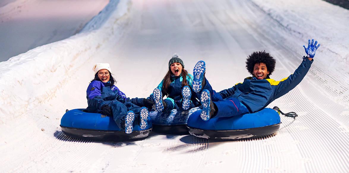 diversão no parque de gelo Gramado