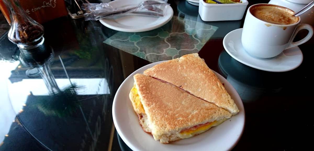 Café com Leite Bistrô