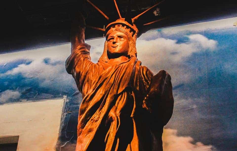 estátua da liberdade de chocolate
