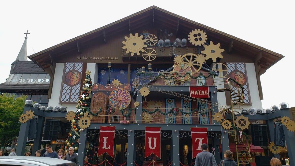 Palácio decorado para o Natal Luz