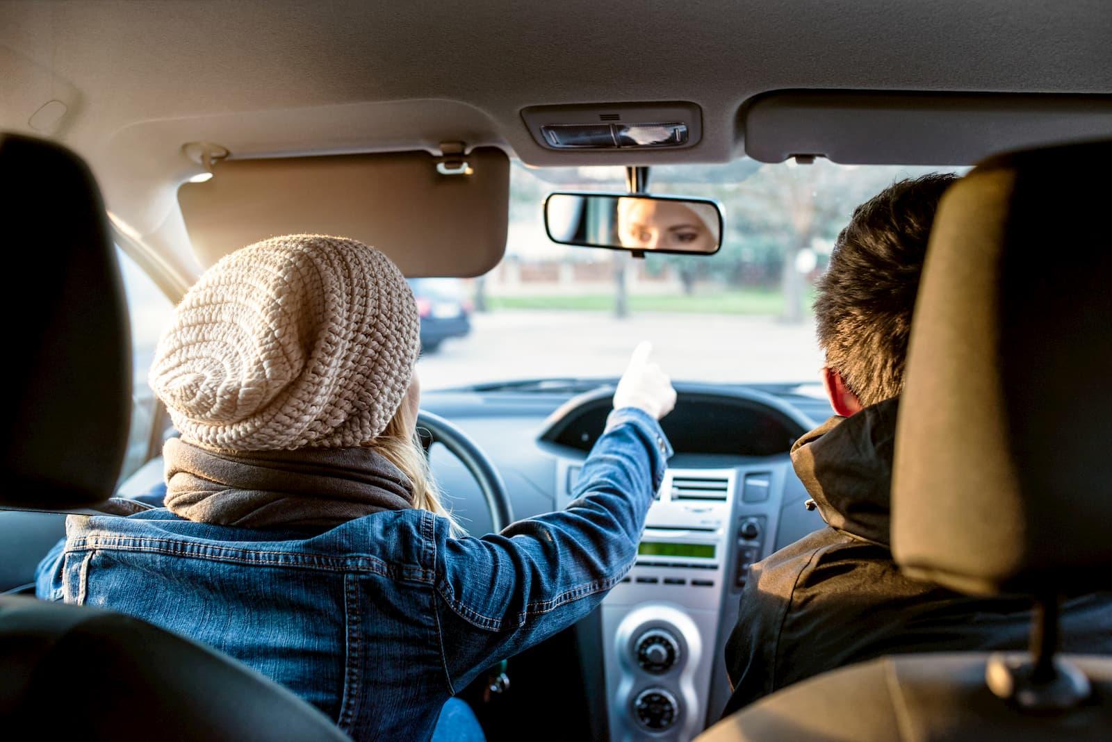dirigindo carro alugado