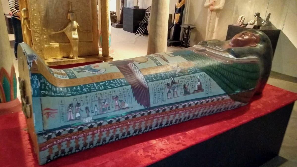 sarcófago no museu egípcio em canela